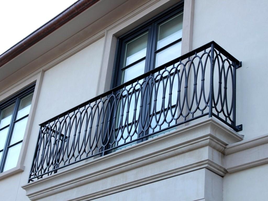Прямоугольная форма кованного балкона