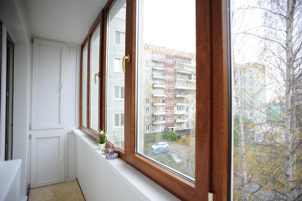 Пластиковые окна с ламинированием под древесину