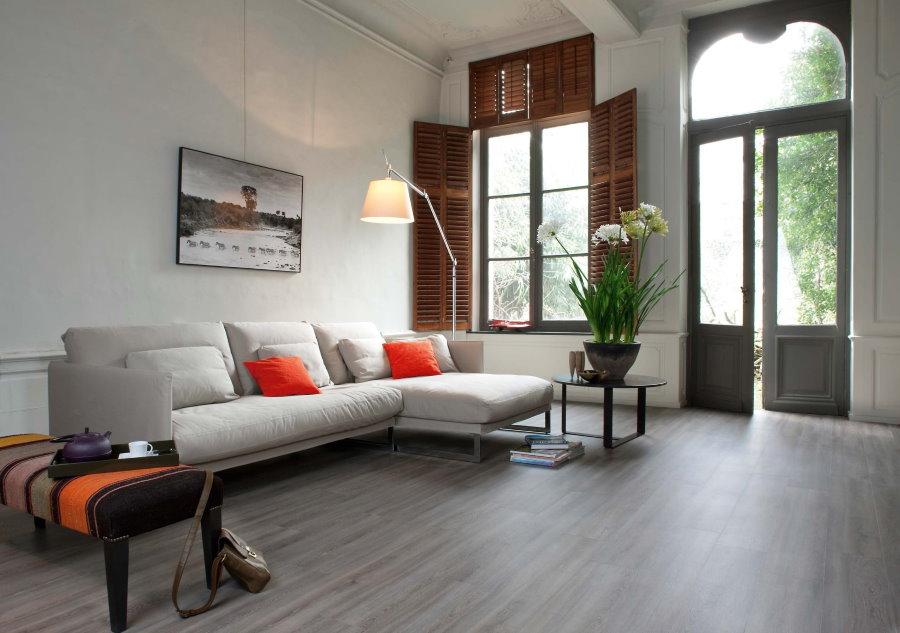 ПВХ-плитка с имитацией деревянного покрытия