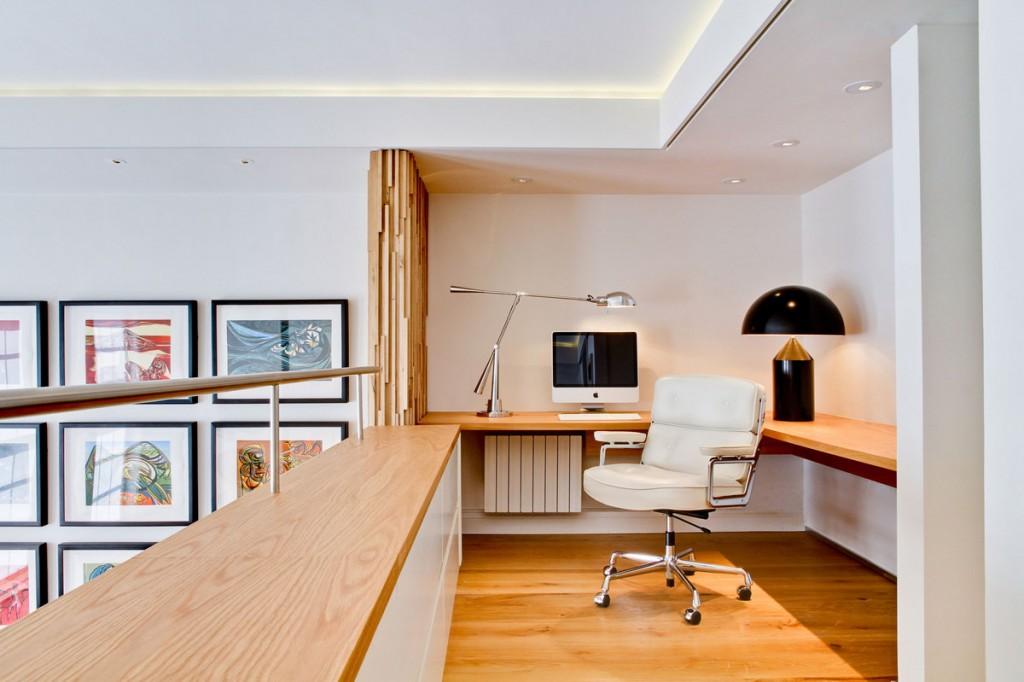 Домашний кабинет в двухъярусной квартире