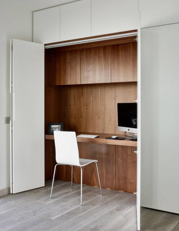 Рабочее место в шкафу в гостиной комнате