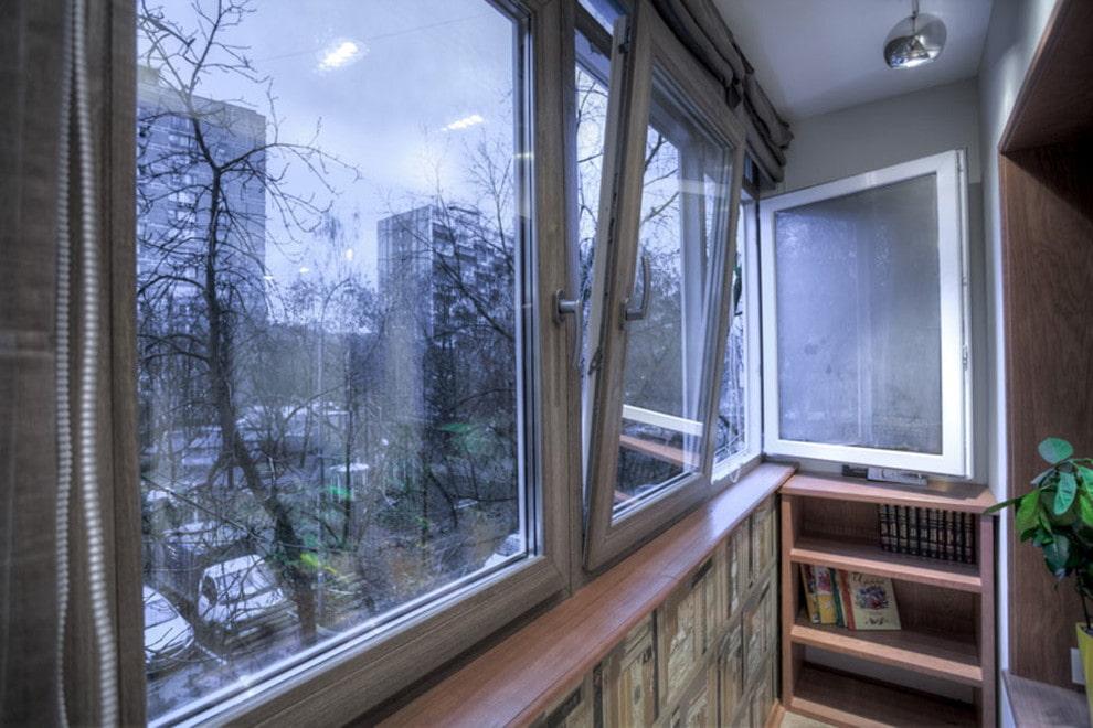 Рамное остекление балкона в трехкомнатной хрущевке