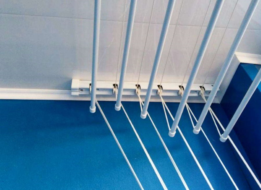 Потолочная сушилка с пластиковыми стержнями