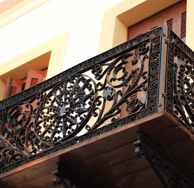 Фото кованного балкона в русском стиле
