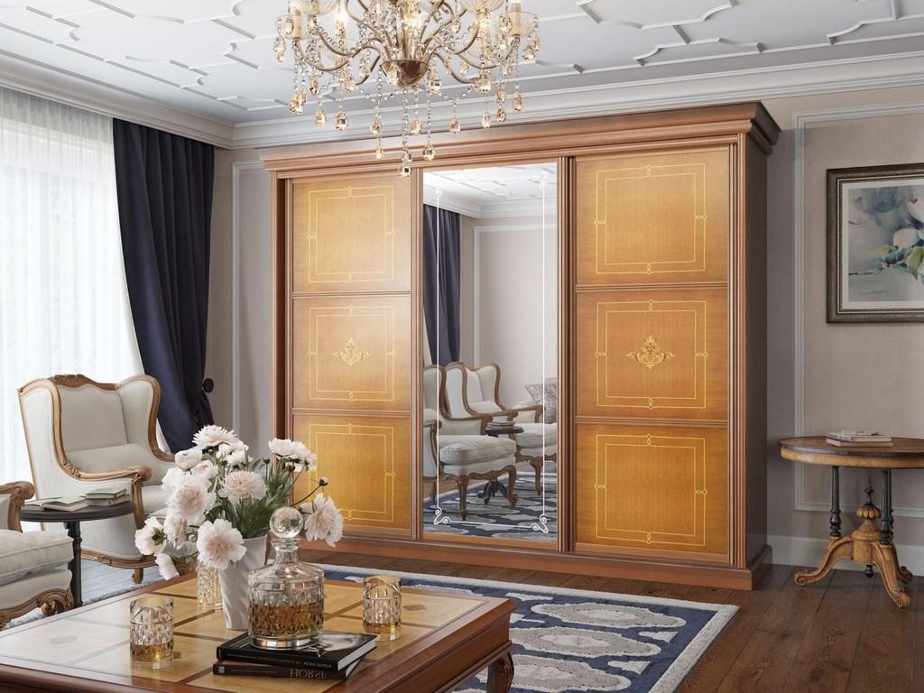 Массивный шкаф-купе из дерева в гостиной классического стиля