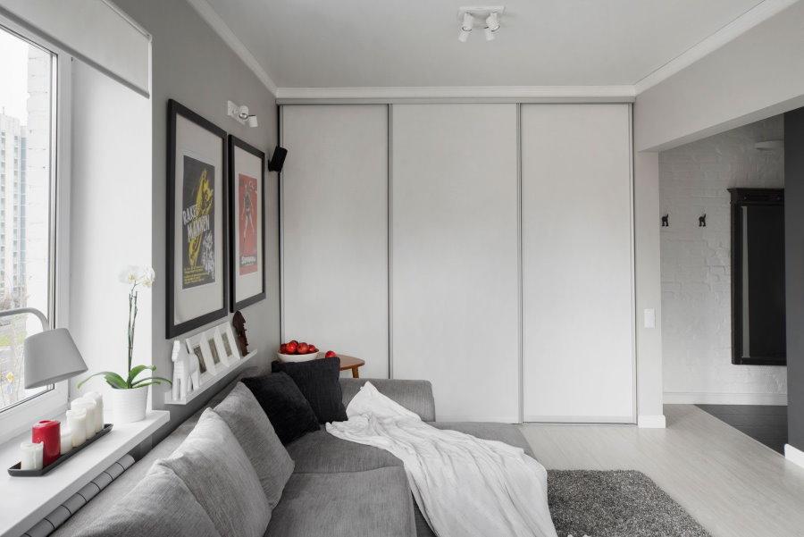Купейный шкаф встроенного типа в стиле сканди