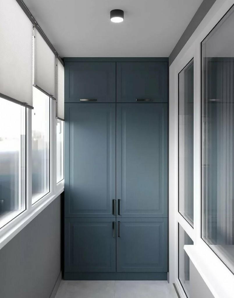 Серый шкаф с распашными дверками