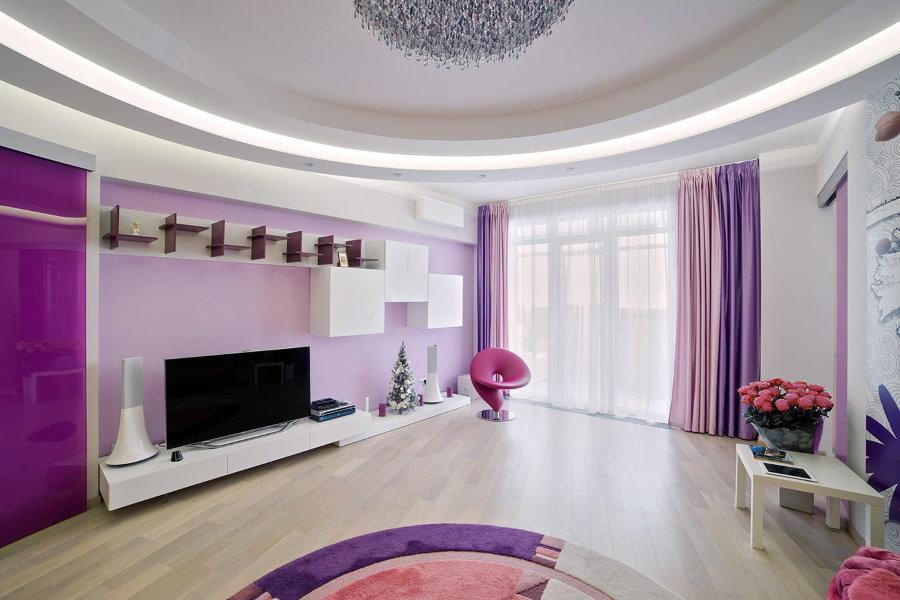 Многослойные занавески в просторной гостиной