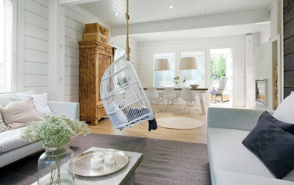 Интерьер гостиной деревянного дома в скандинавском стиле