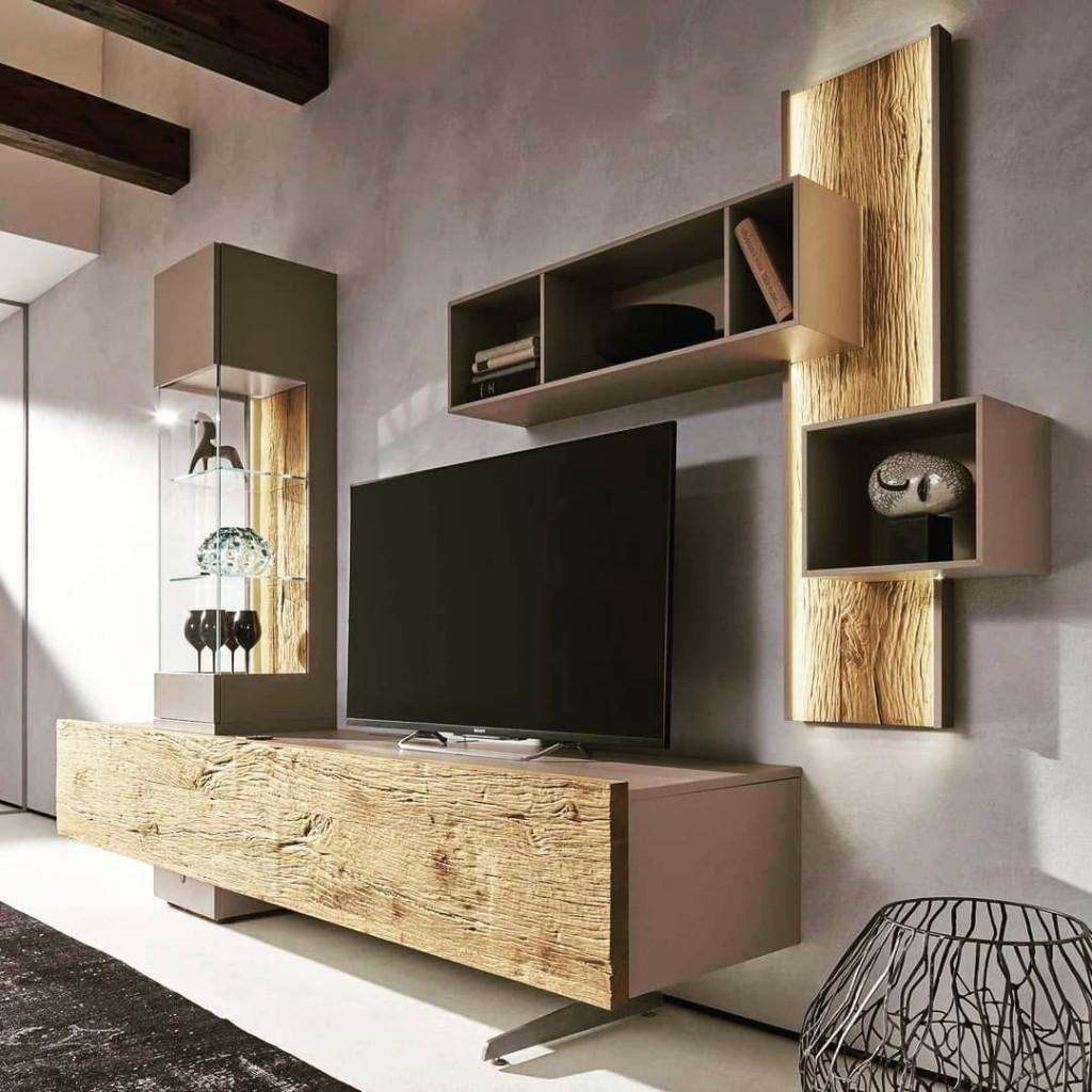 Стенка из дерева в гостиной современного стиля