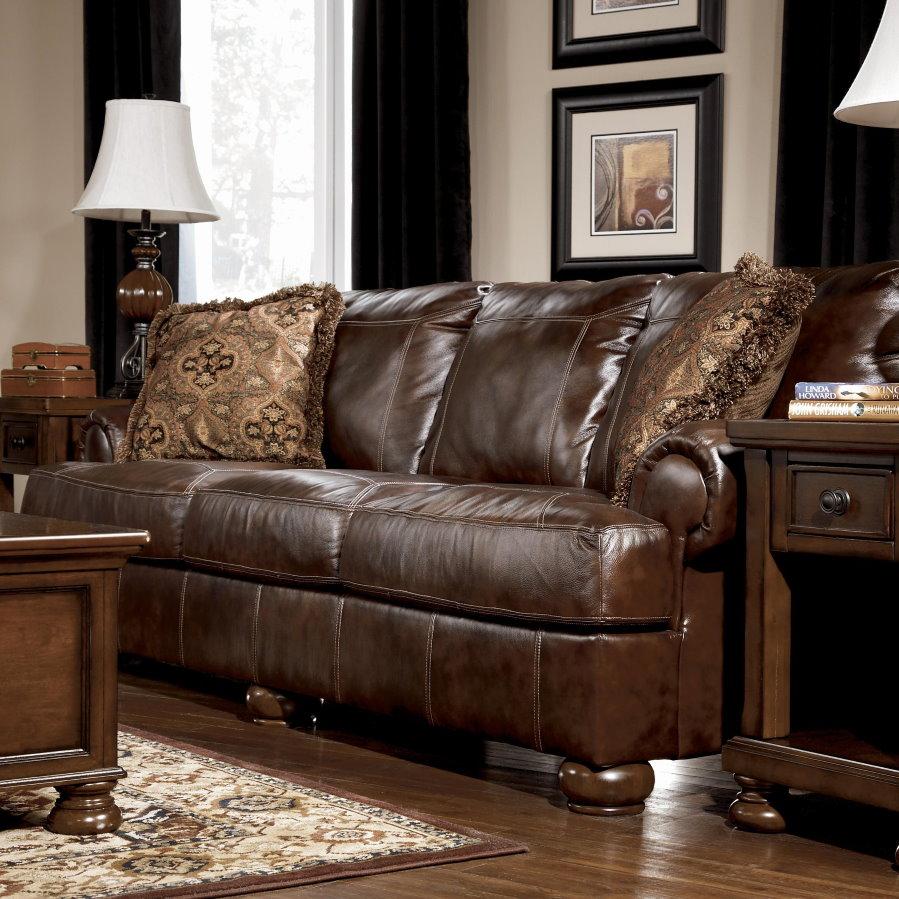 Современный диван с обивкой из натуральной кожи