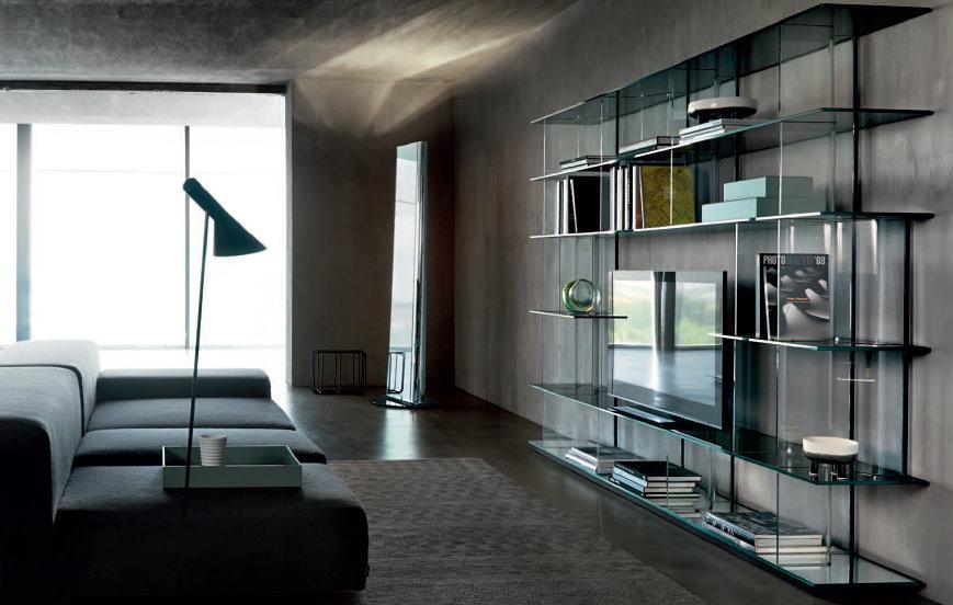 Стеклянная мебель в гостиной современного стиля