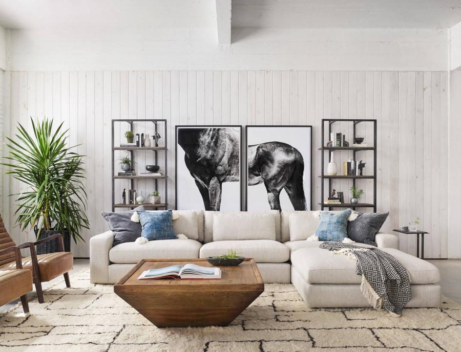 Диптих в гостиной комнате современного стиля