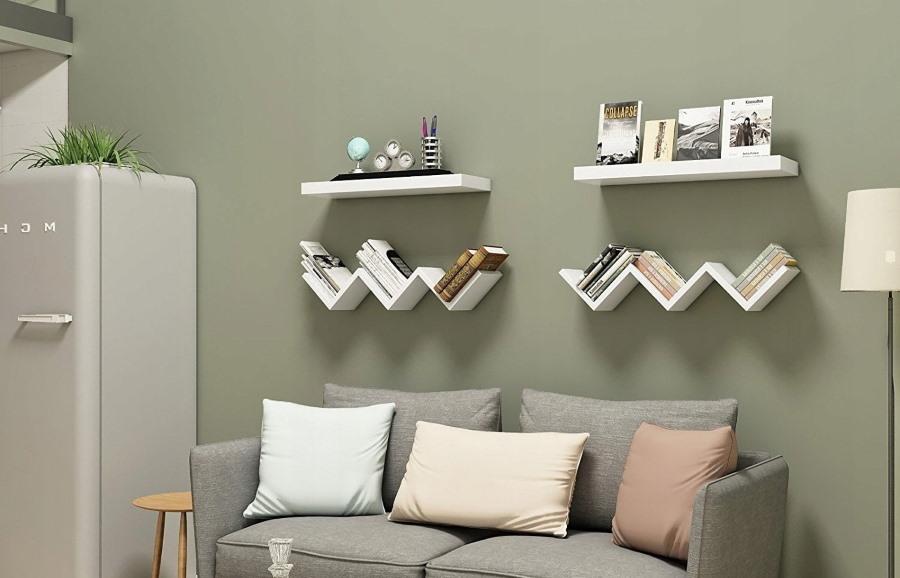 Полки зигзагообразной формы над спинкой дивана