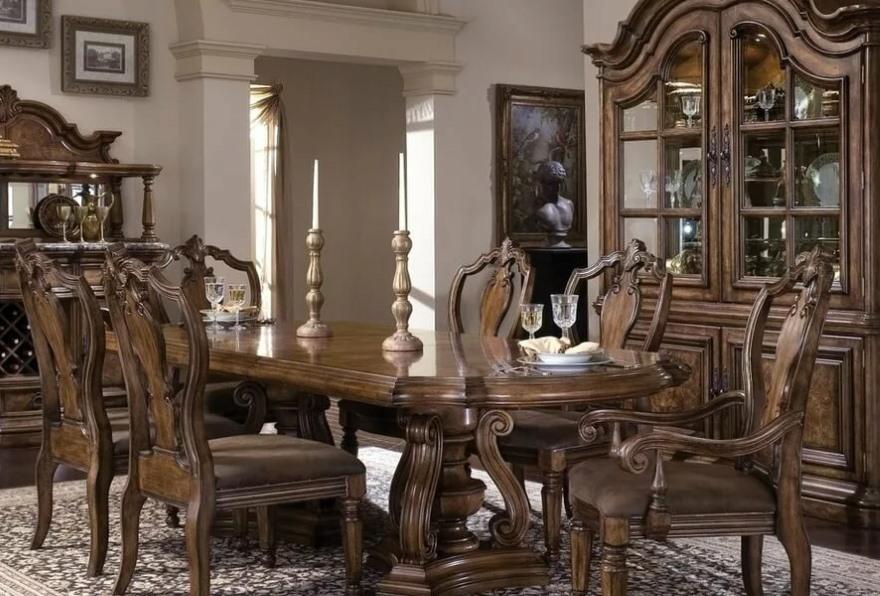 Обеденный стол из дерева для гостиной в стиле классика