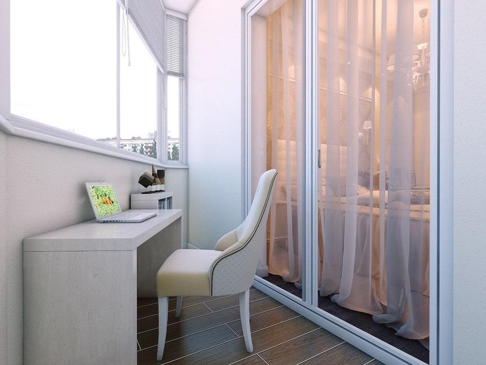Столик для ноутбука на балконе в спальне