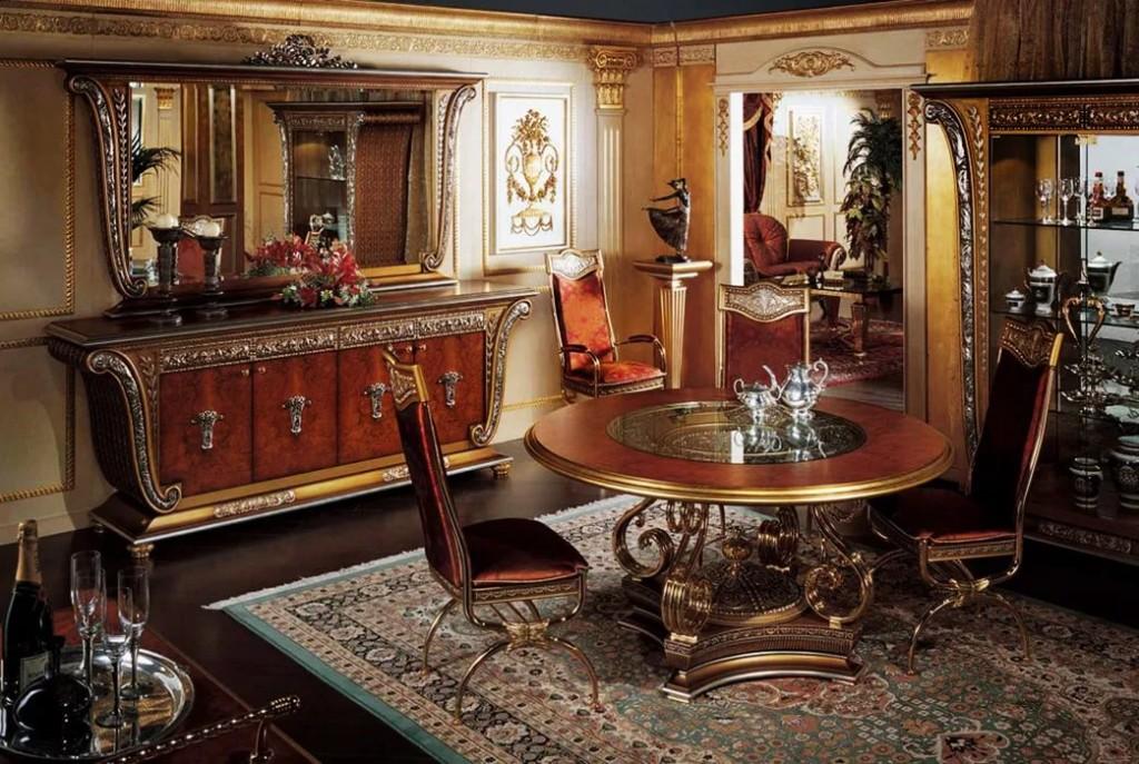 Обеденный стол в гостиной комнате стиля ампир