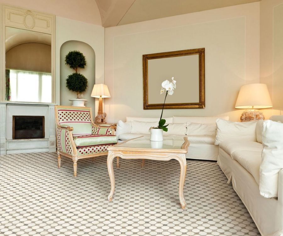 Напольное покрытие из метлахской плитки в интерьере гостиной