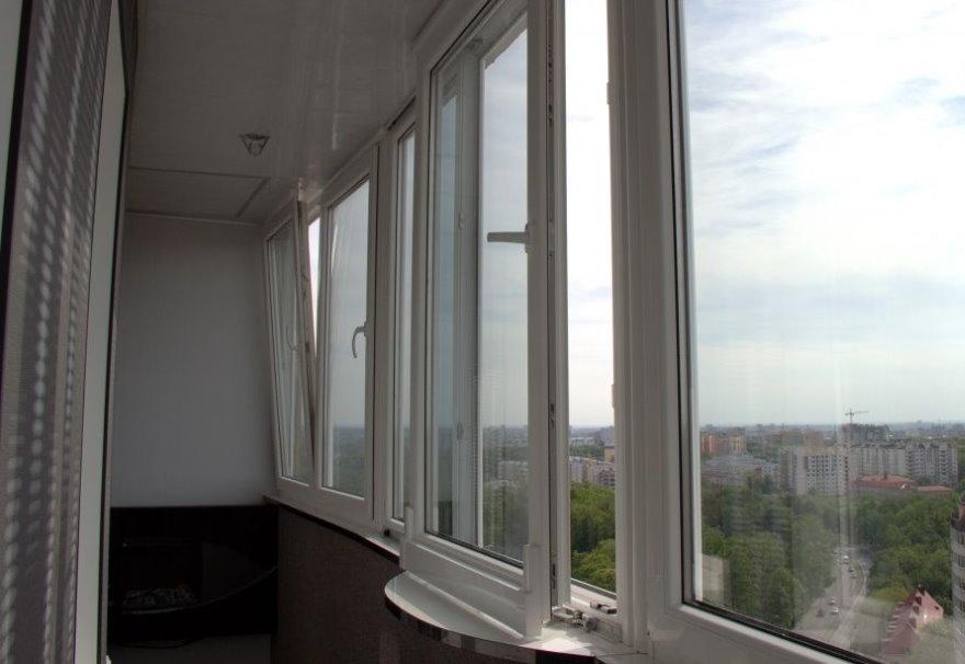 Теплые пластиковые окна в лоджии в квартире