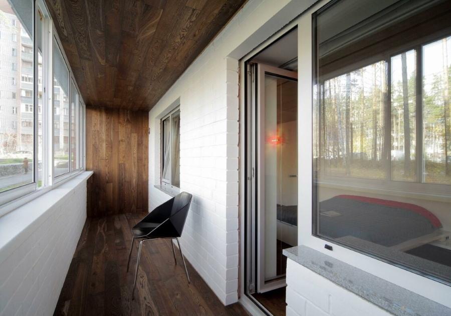 Балконная дверь с полным остеклением