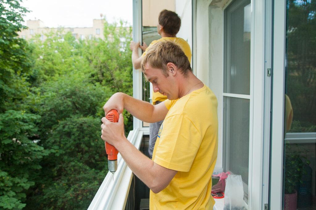 Профессиональная установка окон на балконе многоэтажного дома