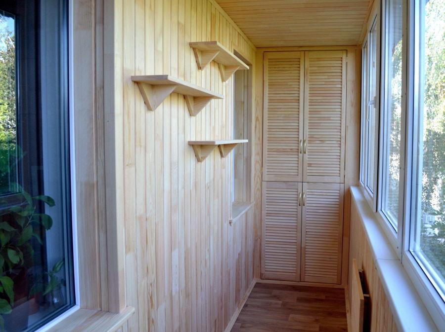 Обшивка стен балкона сосновой вагонкой