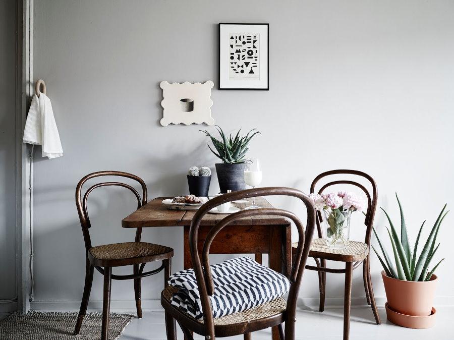 Венские стулья с округлыми спинками из дерева