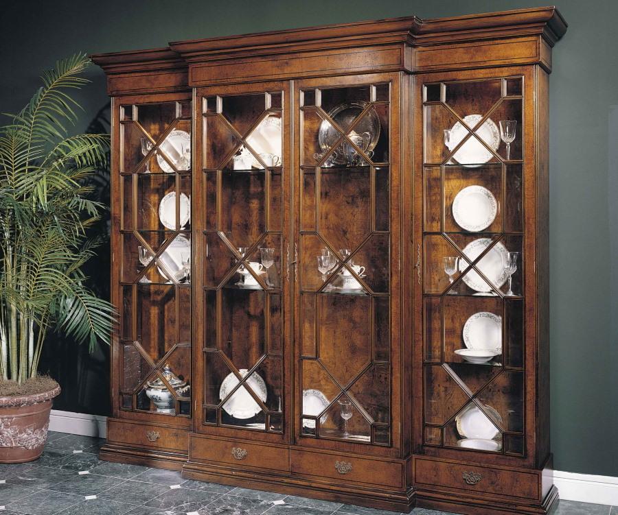 Деревянная витрина для посуды в стиле модерна