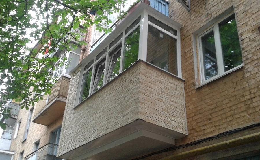 Внешняя отделка балкона искусственным камнем