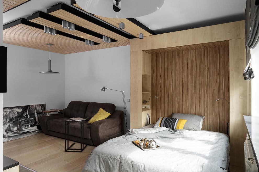Встроенный шкафчики над кроватью в спальне-гостиной