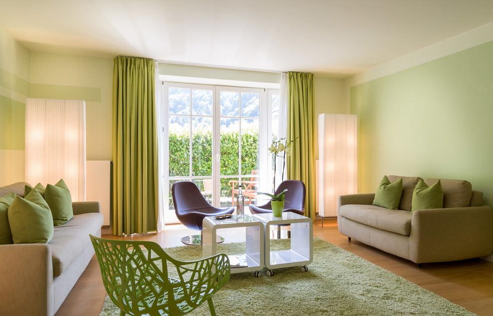 Окраска стен гостиной в зеленые тона