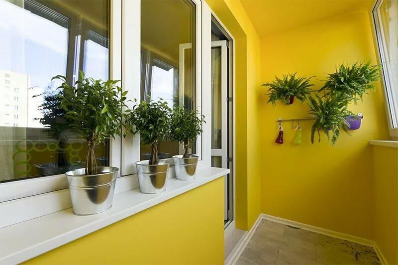 Окраска стен лоджии в желтый цвет