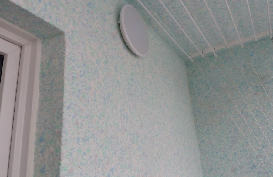 Отделка стен лоджии жидкими обоями
