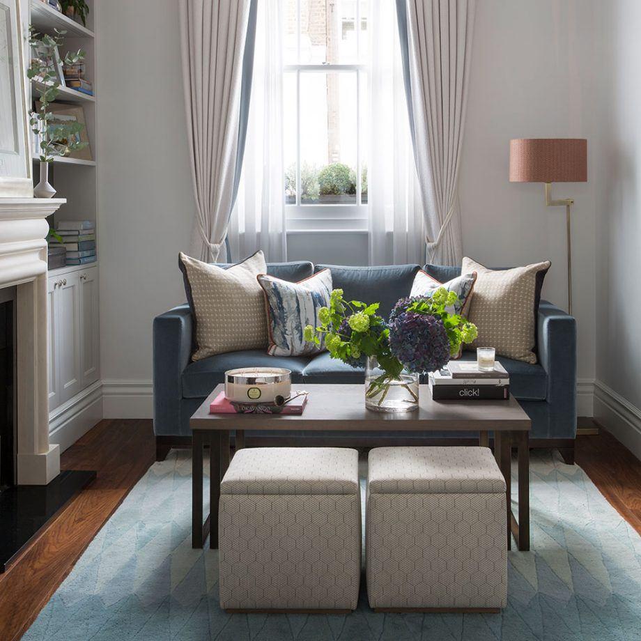Компактный диванчик в очень маленькой гостиной