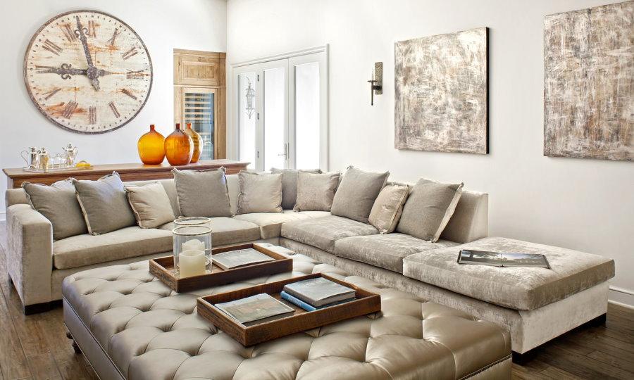 Вместительный угловой диван для большой семьи