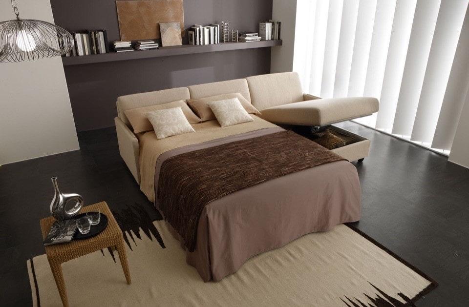 Угловой диван со спальным местом в разложенном положении