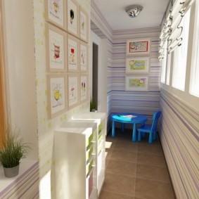Детская мебель в конце узкого балкона