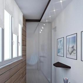 Встроенные светильники на потолке лоджии