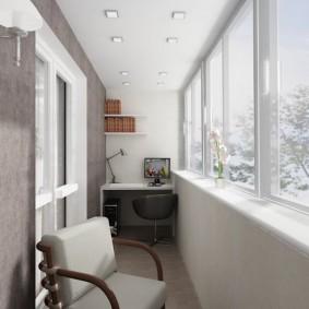 Квадратные светильники на белом потолке