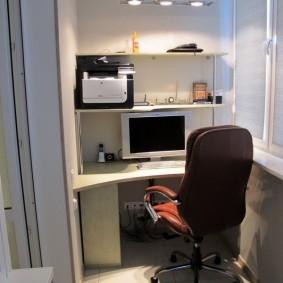 Дизайн балкона с домашним кабинетом