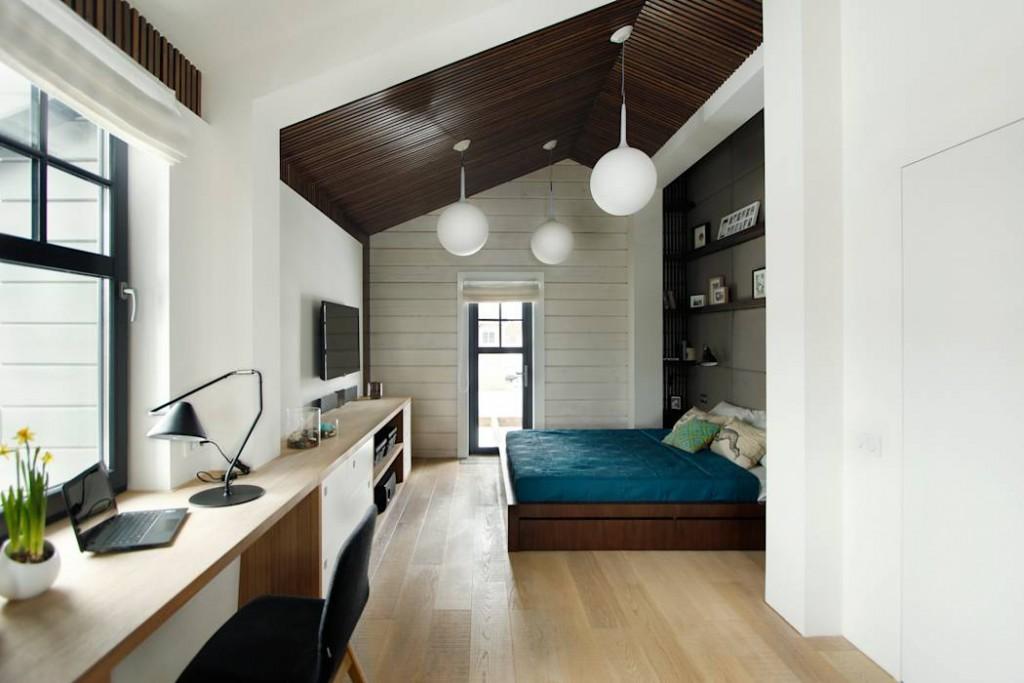 Рабочий кабинет в интерьере спальной комнаты