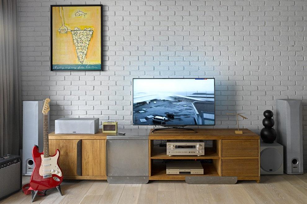 Телевизионная тумба смешанной конструкции