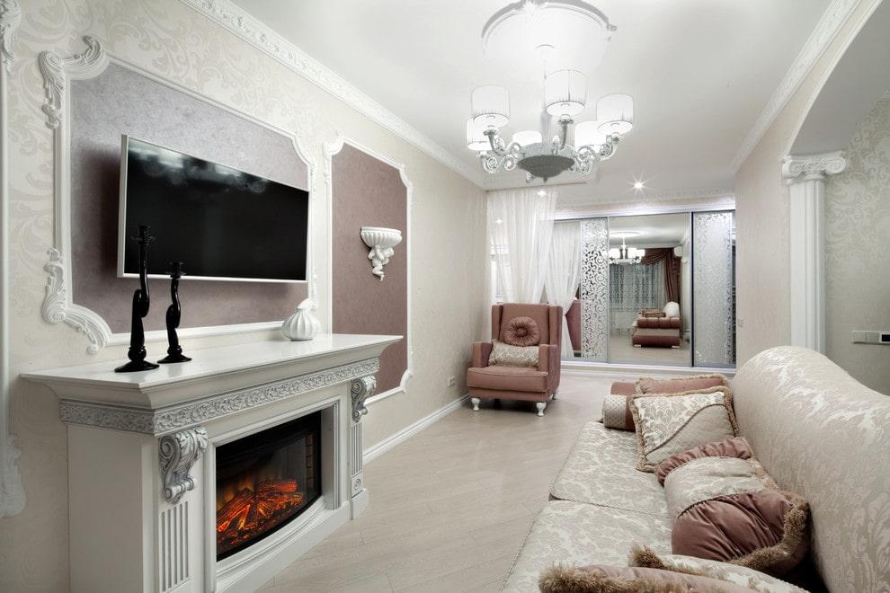 Каминная зона в небольшой гостиной классического стиля