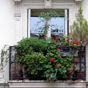 Декор кованного балкона своими руками