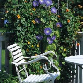 Садовое кресло на металлическом каркасе