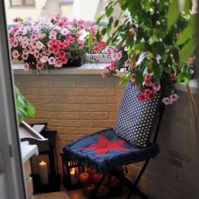 Балконный стульчик с мягкими подушками