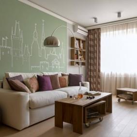 Прямой диван в зале трехкомнатной квартиры