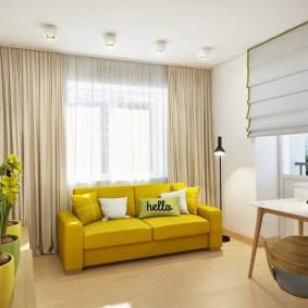 Яркая обивка дивана-кровати в гостиной комнате