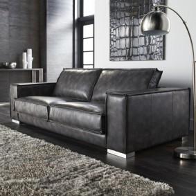 Кожаный диван на хромированных ножках