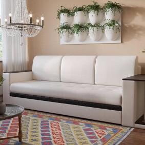 Прямой диван со столиком на подлокотнике